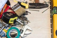 El sistema de herramientas de la construcción, las herramientas miente alrededor, centro libre, herramientas eléctricas de la com Fotos de archivo libres de regalías