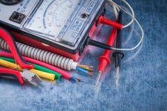 El sistema de herramientas de la electricidad se cierra encima de concepto de la construcción de la visión imagen de archivo