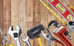 El sistema de herramientas en alicates djustable de la llave de las pinzas de la cinta métrica del toolbelt dibuja a lápiz el cor Fotos de archivo