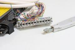 El sistema de la telefonía del IP, el panel de remiendo del cableado de teléfono con los cables de los pares trenzados para el te Fotos de archivo libres de regalías