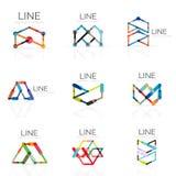El sistema de logotipos abstractos lineares, los segmentos multicolores conectados alinea en figuras geométricas Imágenes de archivo libres de regalías