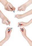 El sistema de manos dibuja por el pastel azul seco aislado Foto de archivo
