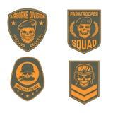 El sistema de militares simboliza plantillas Cráneo en boina del paracaidista S stock de ilustración