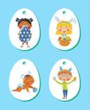 El sistema de Pascua marca con etiqueta, las etiquetas con los niños con los huevos Imagen de archivo libre de regalías