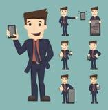 El sistema de tableta de la demostración del hombre de negocios y de caracteres elegantes del teléfono presenta Imagen de archivo libre de regalías