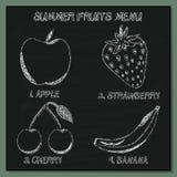 El sistema de verano da fruto el menú - elemento Mano-bosquejado en la pizarra Fotos de archivo