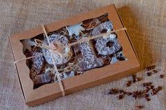 El sistema del día de fiesta del Año Nuevo de galletas de la miel estilizó como números de madera 2, 0, 1, 8, estrellas del blanc Fotos de archivo