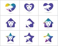 El sistema del diseño del logotipo del león, los iconos animales del vector de la fauna colorida, león polivinílico bajo en coraz Fotografía de archivo