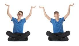 El sistema del muchacho lindo del adolescente sobre blanco aisló el fondo Imagen de archivo