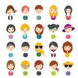 El sistema grande de avatares perfila iconos planos de las imágenes