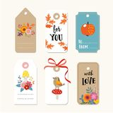 El sistema retro del otoño lindo, las etiquetas del regalo de la caída y las etiquetas con las flores, el pájaro, las hojas del r stock de ilustración