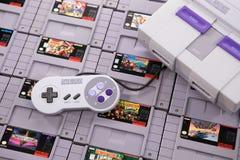 El sistema y los juegos del videojuego del Super Nintendo fotografía de archivo libre de regalías