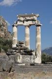 El sitio arqueológico, el templo de Athena en Delphi, Grecia Fotografía de archivo libre de regalías