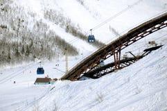 El ski-jump en montañas del invierno Imágenes de archivo libres de regalías