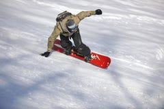 El snowboarder del estilo libre salta y monta Fotografía de archivo libre de regalías