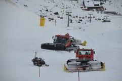 El snowcat de la preparación arrastra Ischgl austria Diciembre de 2013 Fotos de archivo libres de regalías