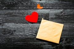 el sobre en tarjeta del día de San Valentín Foto de archivo