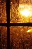 La iluminación trasera de Sun de la tarde manchó la ventana Fotografía de archivo libre de regalías