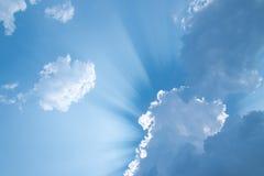 El sol brilla en una nube Imágenes de archivo libres de regalías