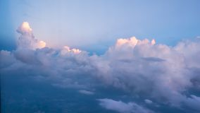 El sol brilla las nubes Foto de archivo