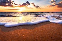 El sol de la mañana en la playa fotografía de archivo libre de regalías