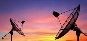El sol del cielo de la antena parabólica protagoniza la comunicación imagen de archivo
