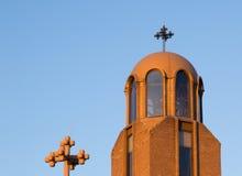El sol del invierno de la configuración ilumina la iglesia copta Imágenes de archivo libres de regalías