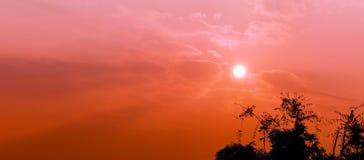 El sol en la salida del sol Fotografía de archivo libre de regalías