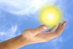 El sol en mi mano Imagen de archivo