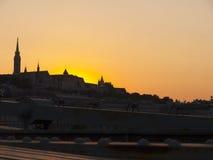 El sol poniente en Budapest Hungría Imagen de archivo libre de regalías