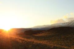 El sol poniente en la estepa de Kurai Imagenes de archivo