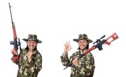 El soldado con las armas aisladas en blanco fotografía de archivo