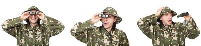 El soldado divertido aislado en blanco foto de archivo