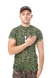 El soldado joven del ejército jura solemnemente Imagenes de archivo