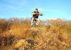 El soldado salta Fotos de archivo libres de regalías