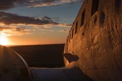 El Solheimasandur en la puesta del sol Imagen de archivo