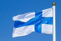 El soplar de la bandera de Finlandia Imagen de archivo libre de regalías