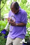 El soplar del músico de jazz Imágenes de archivo libres de regalías