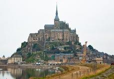 El soporte de San Miguel en un acantilado rocoso Normandía, Francia Imagenes de archivo