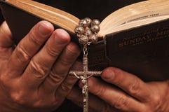 El sostenerse sobre Christian Faith con épocas difíciles Imagen de archivo