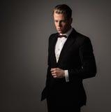 El sostenido vistió el traje que llevaba del fashionist imágenes de archivo libres de regalías
