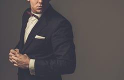 El sostenido vistió el traje que llevaba del fashionist foto de archivo
