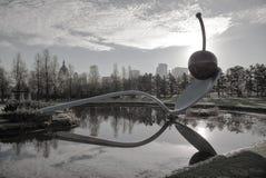 El Spoonbridge y la cereza en el jardín de la escultura de Minneapolis Fotografía de archivo