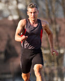 El Sprinting en atletismo foto de archivo libre de regalías