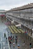 El St inundado marca el cuadrado en Venecia, Italia Fotografía de archivo