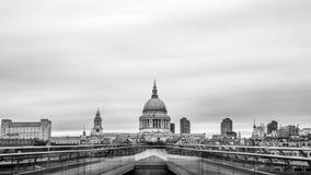 El St Pauls Cathedral es la catedral anglicana en Londres fotos de archivo