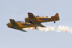 El St Thomas Airshow Canadian Harvard Association vuela cerca Foto de archivo libre de regalías