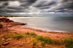El stirring de Océano Atlántico como huracán se acerca a la playa de Cavendish Fotos de archivo libres de regalías
