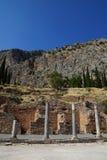 El Stoa de los atenienses, Delphi, Grecia Imagen de archivo libre de regalías