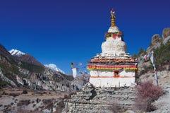 El stupa budista en el fondo de Himalaya Foto de archivo